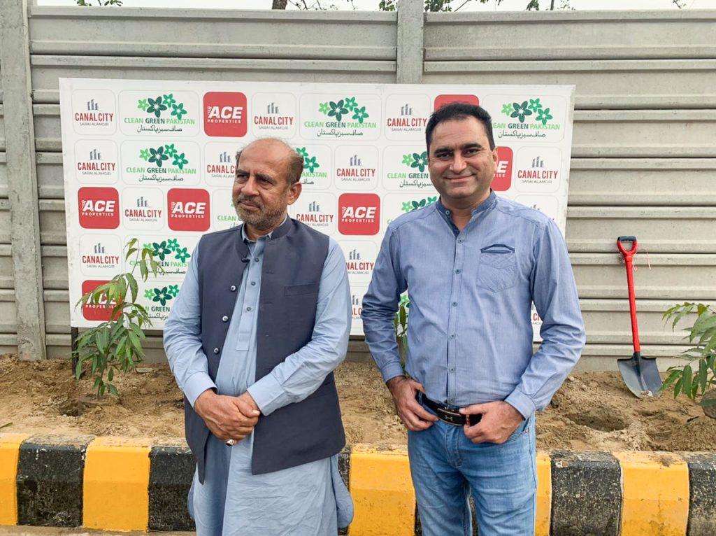 Mr. Kaleem Ullah Gilani along with Participant of Tree Plantation Campaign